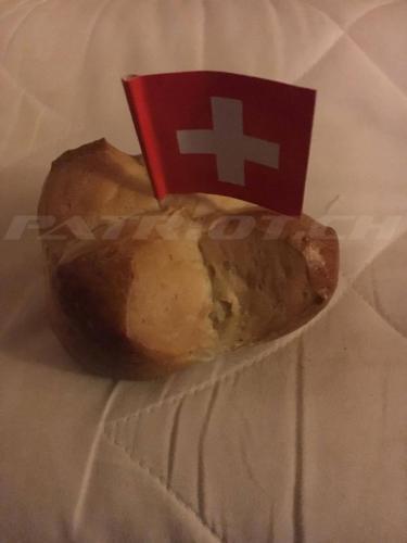 #1augustweggen #schweizerkreuz #1august #nationalfeiertag #bundesfeier #fêtenationale #1eraoût #festanazionale #1agosto