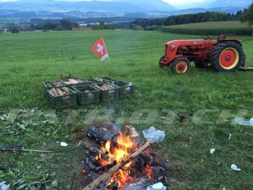 #feuerstelle #fahne #traktor #1august #nationalfeiertag #bundesfeier #fêtenationale #1eraoût #festanazionale #1agosto