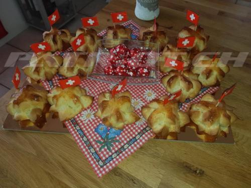 #1augustweggen #fähnli #edelweiss #enzian #1august #nationalfeiertag #bundesfeier #fêtenationale #1eraoût #festanazionale #1agosto