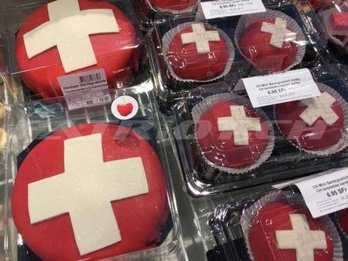 #torte #törtli #schweizerkreuz #1august #nationalfeiertag #bundesfeier #fêtenationale #1eraoût #festanazionale #1agosto