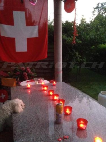 #flaggenstolz #fahne #teelichter #1august #nationalfeiertag #bundesfeier #fêtenationale #1eraoût #festanazionale #1agosto