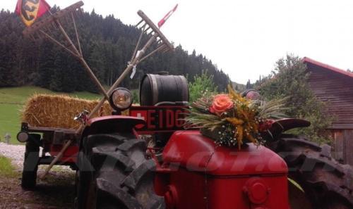 #traktor #bauer #fahnen #fähnli #1august #nationalfeiertag #bundesfeier #fêtenationale #1eraoût #festanazionale #1agosto