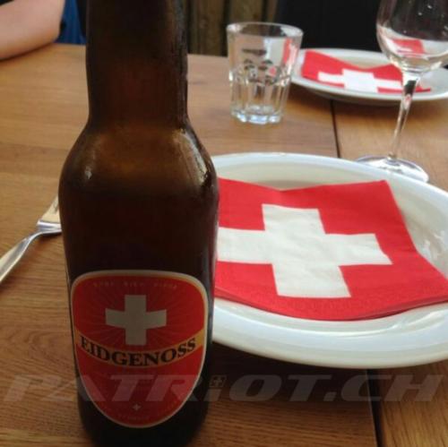 #schweizerdeko #bier #eidgenoss #fahnen #fähnli #1august #nationalfeiertag #bundesfeier #fêtenationale #1eraoût #festanazionale #1agosto