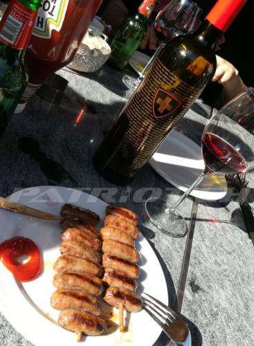 #rotwein #wein #rütlischwur #wappen #schweizerkreuz