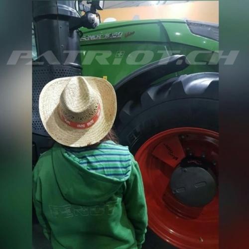 #agrama #traktor #bauer #landwirtschaft