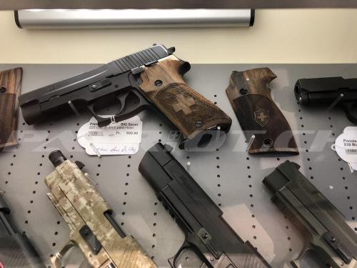 #waffenrecht #pistolen #sigsauer #sig220 #fischenjagenschiessen
